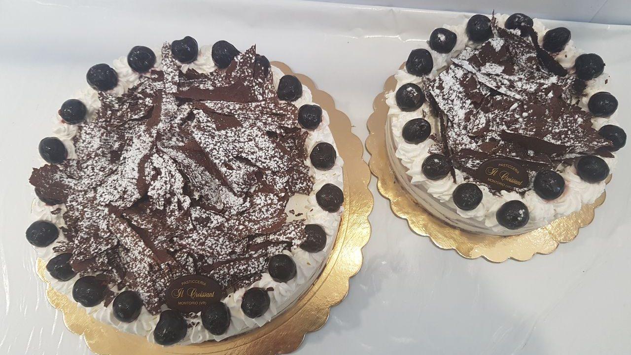 Produzione torta Foresta Nera
