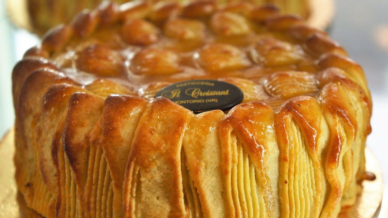 Produzione torta Petit Four